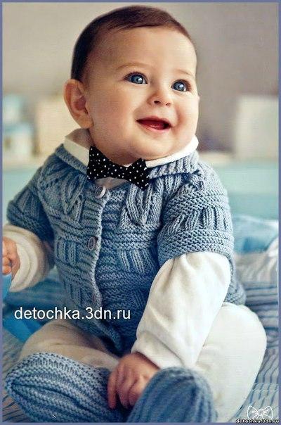 Детская вязаная безрукавка и пинетки для мальчика