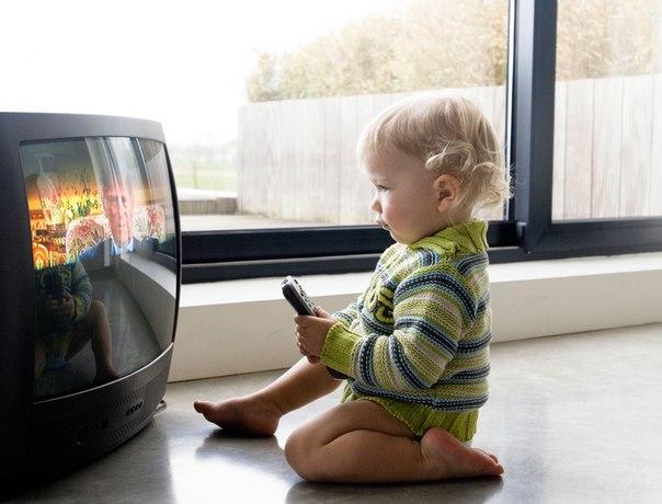 Длительный просмотр телевизора вызывает у детей психологические проблемы