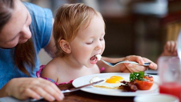 Чем кормить ребенка после года