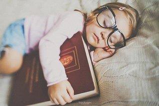 Почему так важно читать ребёнку сказки на ночь?