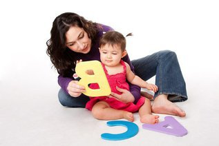 Учим буквы с малышами: 10 игр