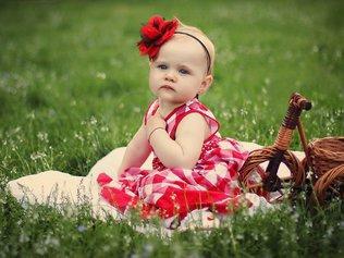 Развитие ребенка: что должен уметь малыш в 8 месяцев